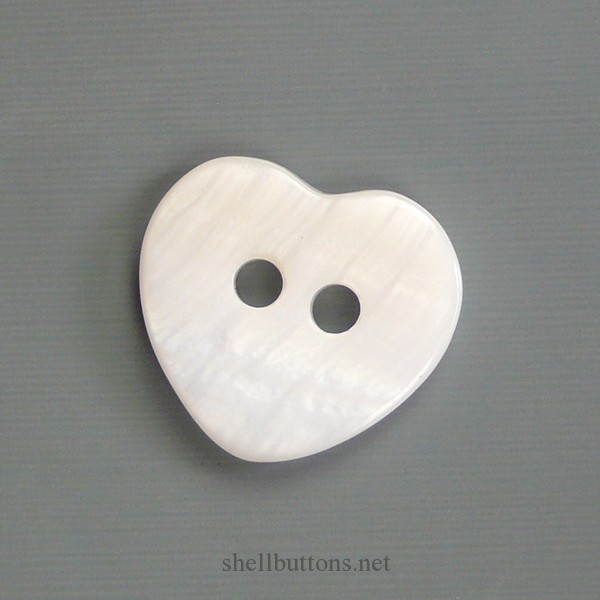 RISB101501 heart-shaped 2 hole River shell buttons