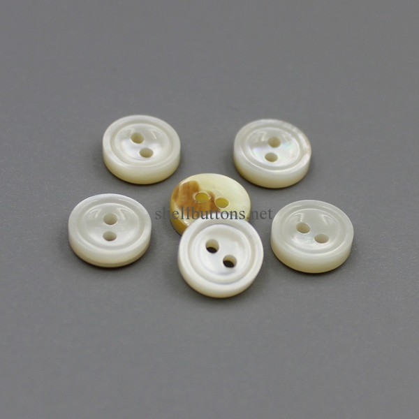 round shape 2 holes carved white mother of pearl buttons